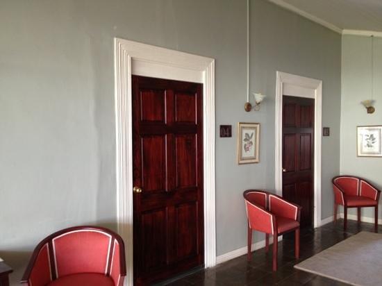 Hotel Liberia:                   entrada habitaciones