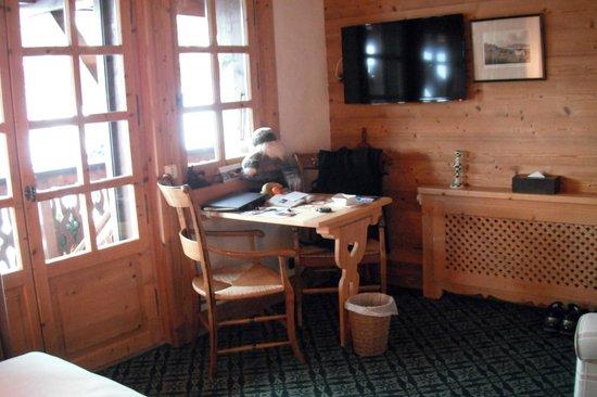 Chalet du Mont d'Arbois :                   Sitting area in room #28