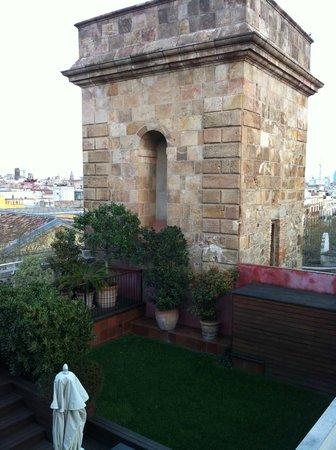 Hotel 1898:                   la terrazza dell'albergo vista dalla finestra