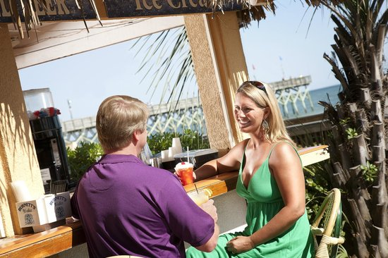 Holiday Inn at the Pavilion: Enjoy Your Favorite Drink at the Tropical Paradise Pool Bar