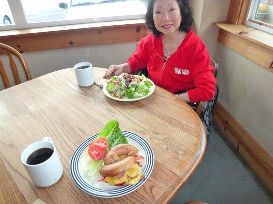 Green Salmon Coffee Shop:                   Fresh salad & fresh bagel
