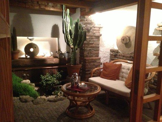 Romantik Hotel U Raka:                   Winter garden~ our chit chat spot