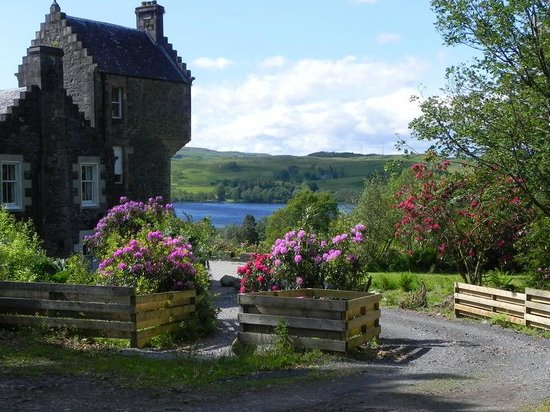 Ardbrecknish House & Self Catering Accommodation: Upper Tower lounge overlooking Loch Awe