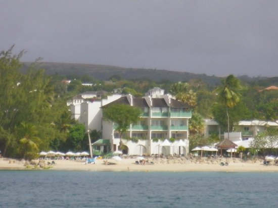 Mango Bay All Inclusive:                   View of hotel  from catamaran