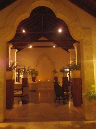 Mango Bay All Inclusive:                   Hotel lobby