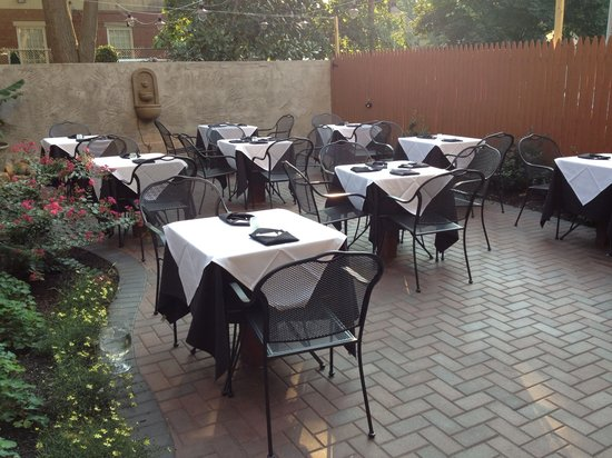 Beanwood Latin Bistro: Outdoor Dining