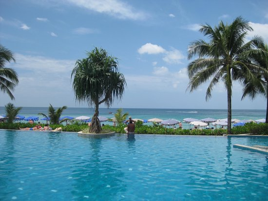 Katathani Phuket Beach Resort:                   View from pool to seashore
