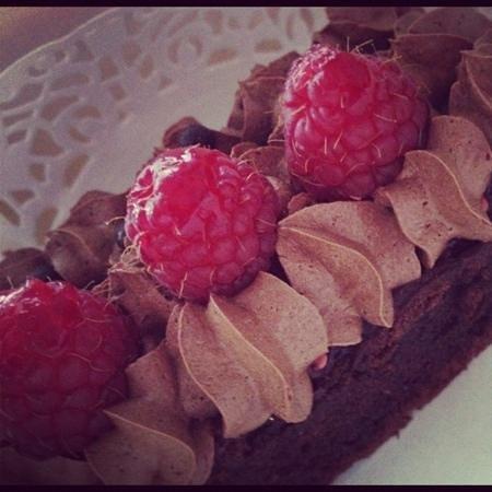 Bisou:                                     Cioccolata e marmellata ai lamponi