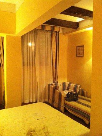 Hotel Porta San Mamolo:                   dettaglio del divano letto