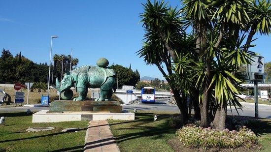 Puerto Banus Marina:                   Marbella, Salvador Dali, Rinoceronte vestido con puntillas