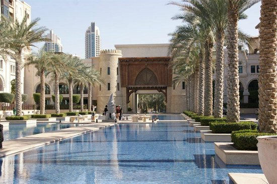 The Palace Downtown Dubai:                   toegangsweg tot hotel