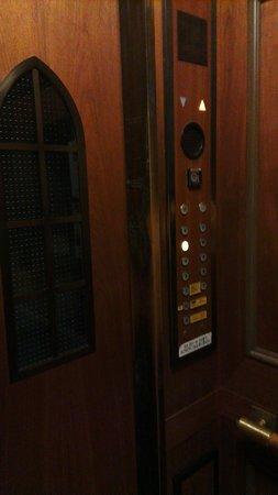 Hotel Monterey Kobe:                   Lift