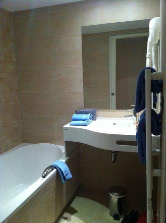 Hotel France et Chateaubriand: Salle de bains