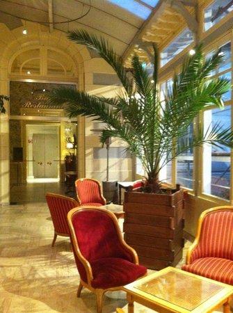 Hotel France et Chateaubriand: Entrée de l'hôtel