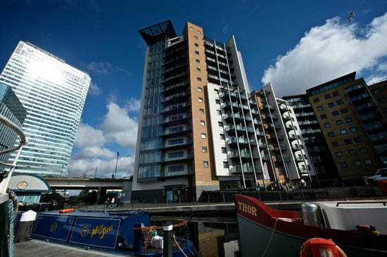 Fraser Place Canary Wharf Hotel Facade Taken From The Marina
