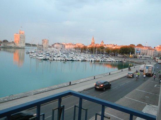 Hotel Le Rupella :                   Vue depuis le balcon de notre chambre en arrivant le premier soir.