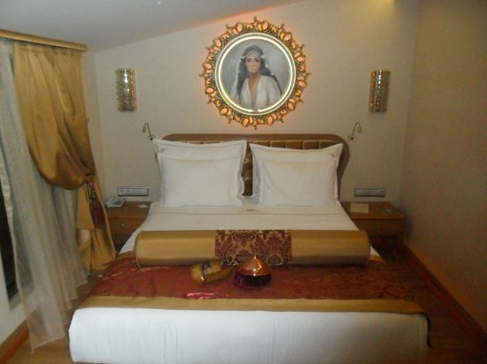 Hotel Sultania:                   Gorgeous Zeynep Sultan suite