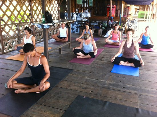Yoga Utila Class at Coco´s with Aura