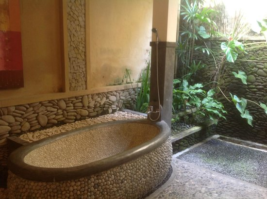 Nefatari Exclusive Villas:                   Semi outdoor bath and shower room