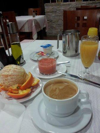 Restaurante Abrasador la Carreta:                   Frukosten på La Carreta / Hostal Virgen del Rocio