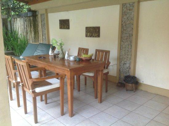 Nefatari Exclusive Villas:                   Alfresco dining