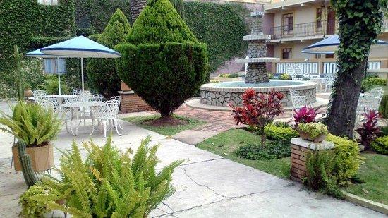 Apartments Villa de Campo:                   Gardens... nice!