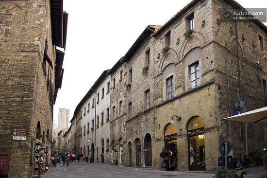 Residenza d'Epoca Palazzo Buonaccorsi: Historical Palace Buonaccorsi in the main street san matteo