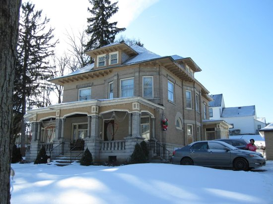Tarry Here Bed and Breakfast:                   Winter morning