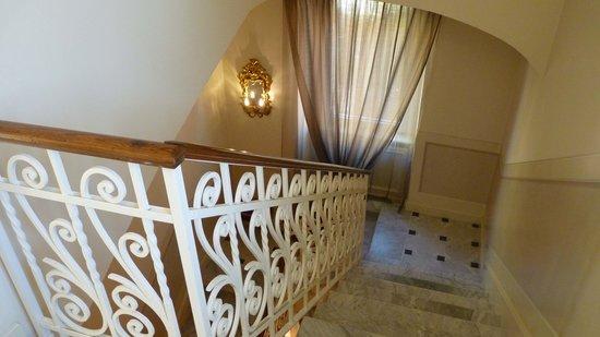 Hotel Villa Duse: escalier