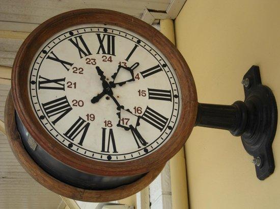 Passeio de Maria Fumaca Campinas - Jaguariuna:                                     relógio da estação de Jaguariuna