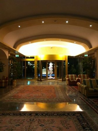 Grand Hotel Terme:                   la Hall ...