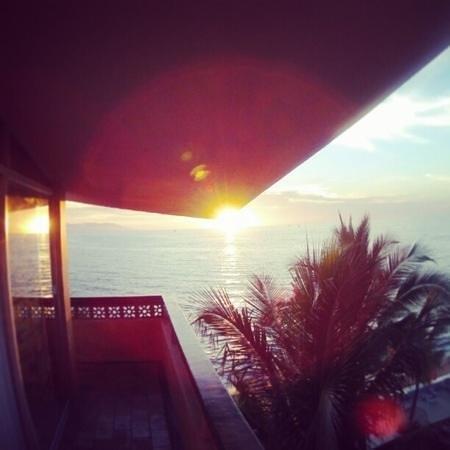 Las Palmas by the Sea:                   el atardecer desde nuestra habitación