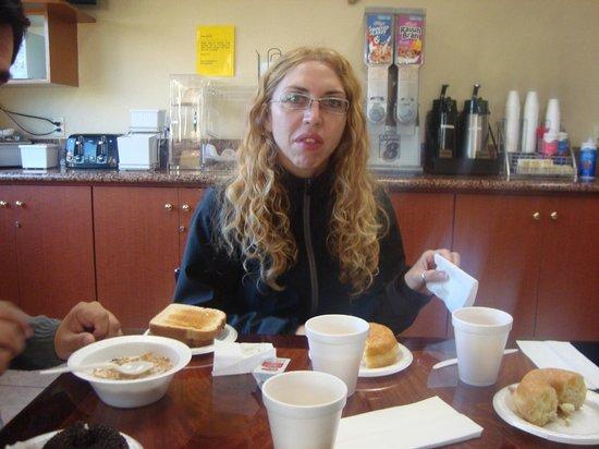 Super 8 Anaheim/Disneyland Drive:                   desayuno completo