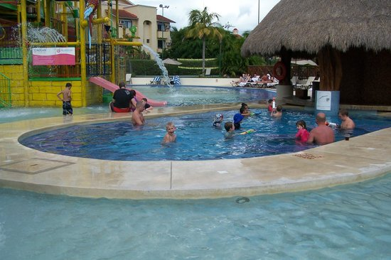 All Ritmo Cancun Resort & Waterpark:                   waterpark swim up bar