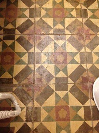 Courtyard @ Heeren Boutique Hotel :                   worn out floor tile