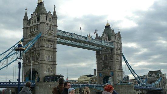 พรีเมียร์อินน์ ลอนดอนทาวเวอร์บริดจ์:                   Tower Bridge short stroll down the road.