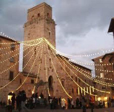 Residenza d'Epoca Palazzo Buonaccorsi: Cisterna square in  Christmas