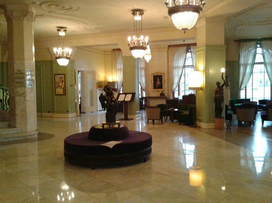 Astoria Hotel:                   Лобби