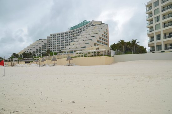Live Aqua Beach Resort Cancun:                   View from beach of right side