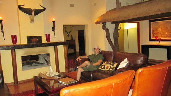 Shiduli Private Game Lodge:                   Sala de estar