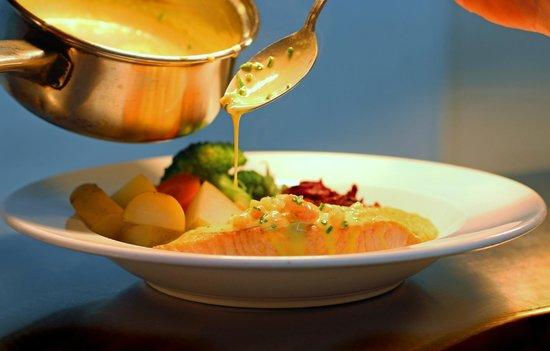 The Dorset Inn: Grilled Salmon