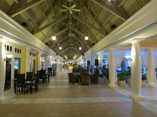 Curacao Marriott Beach Resort & Emerald Casino:                   entrance