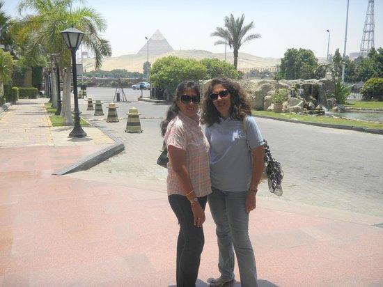 Le Meridien Pyramids Hotel & Spa:                   En el acceso al hotel