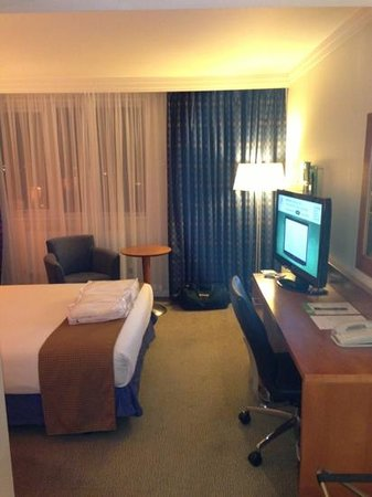 Holiday Inn Portsmouth:                   Well laid out and appointed room in every other way!