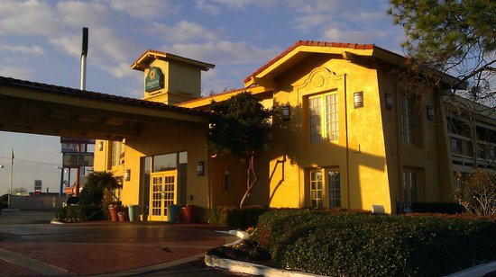 Studio 6 Denton - UNT:                   Front of La Quinta Denton, TX
