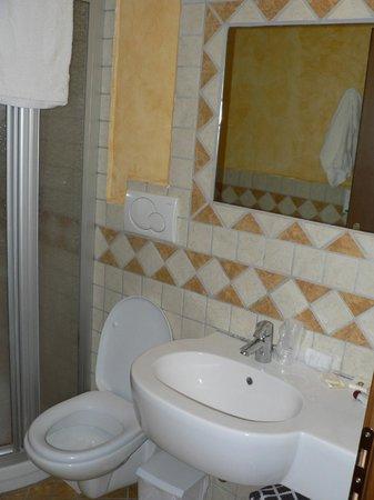 Grand Hotel Biancaneve :                   sanitari bagno