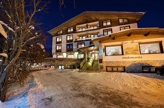 Hotel Bernina notturna
