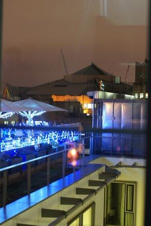 DoubleTree by Hilton Hotel London -Tower of London:                   Blick auf den Aussenbereich der Sky Lounge