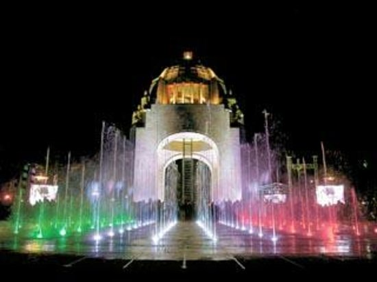 Hotel Casa Blanca Mexico City: MONUMENTO A LA REVOLUCION