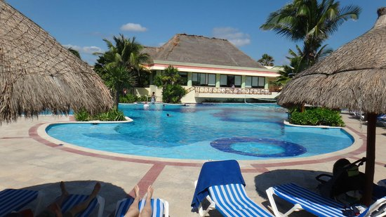 Luxury Bahia Principe Akumal:                   Piscina de akumal